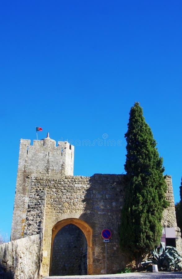 As paredes e a entrada do palmela fortificam imagem de stock royalty free