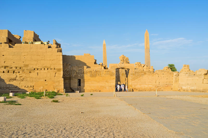 As paredes gigantes do templo de Karnak fotografia de stock royalty free