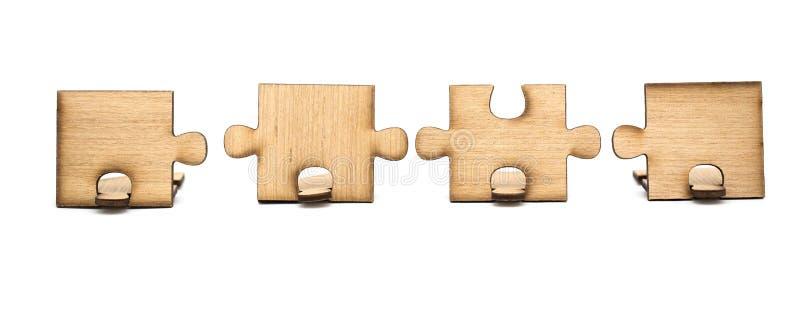 As partes de serra de vaiv?m de madeira s?o conectadas isoladas junto no fundo branco Conceito da conex?o imagem de stock royalty free