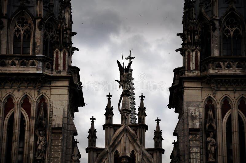As partes superiores da igreja fotografia de stock