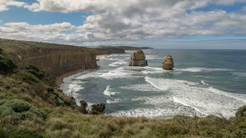 As pilhas do mar conhecidas como o gog e o magog na grande estrada do oceano foto de stock royalty free