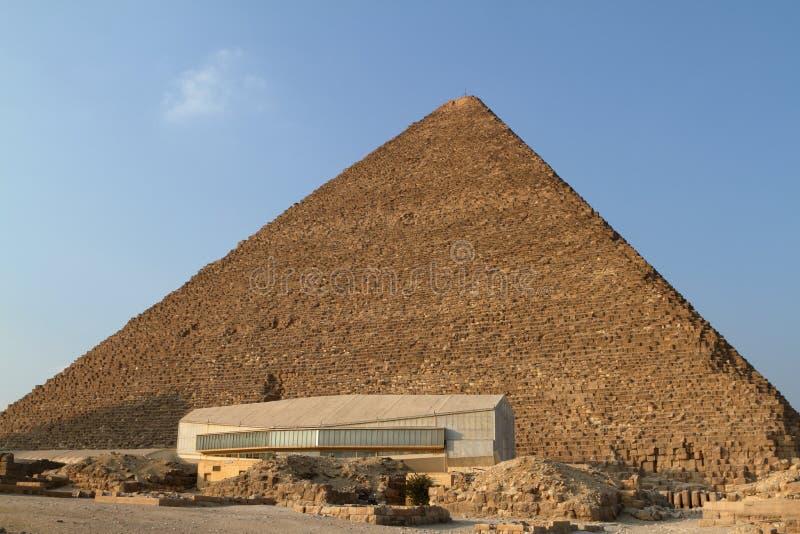 As pirâmides e a esfinge de Egito fotos de stock