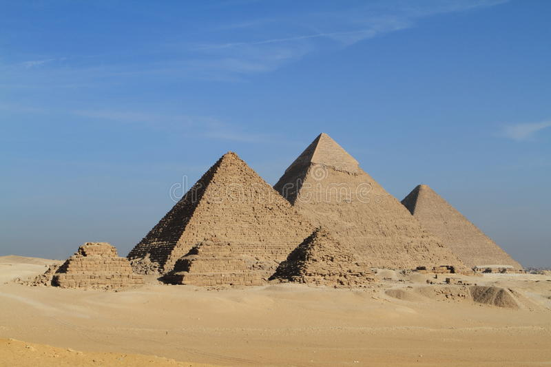 As pirâmides e a esfinge de Giza fotografia de stock
