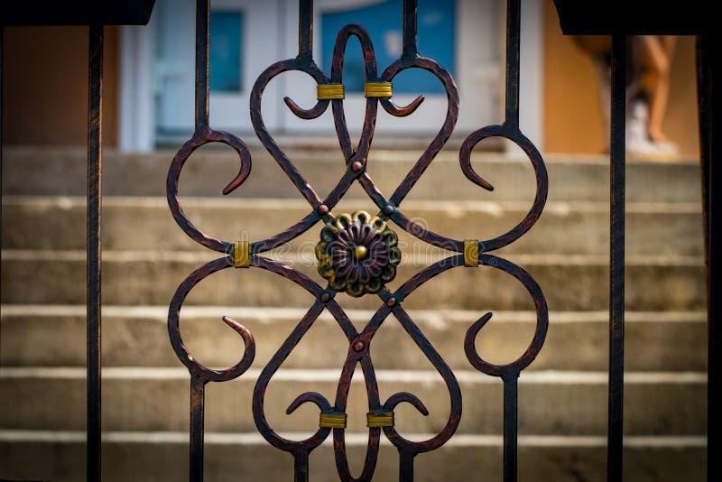 As portas do ferro forjado, forjamento decorativo, clos forjados dos elementos fotos de stock