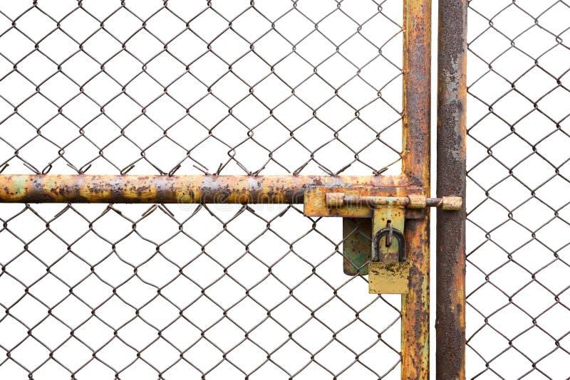 As portas oxidaram cerca do ferro fechado no fundo branco imagem de stock royalty free