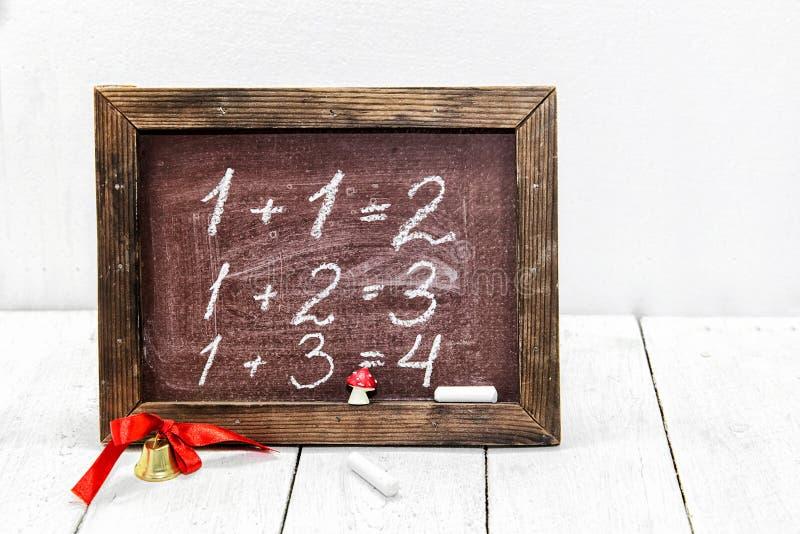 As primeiras lições na escola matemática fotografia de stock