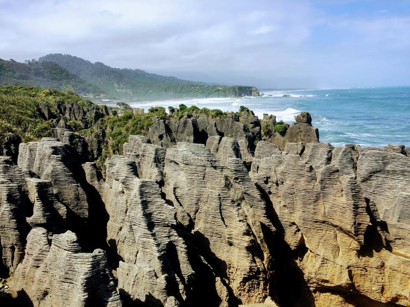 As rochas da panqueca de Punakaiki na ilha sul de Zealan novo imagens de stock royalty free