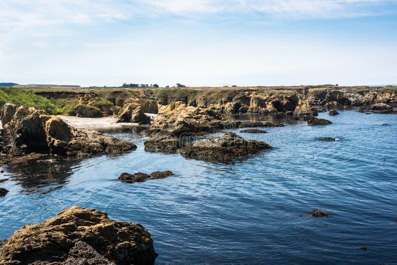 As rochas na costa de Fort Bragg, Califórnia imagem de stock royalty free