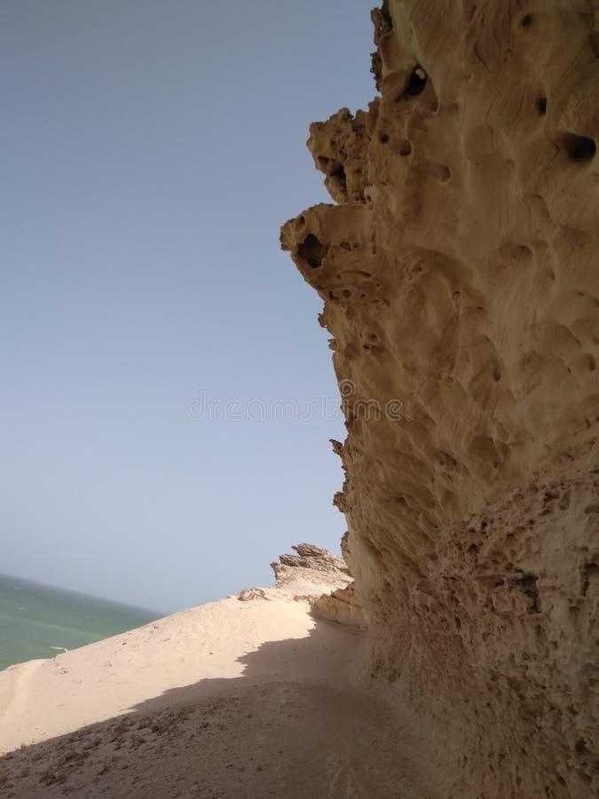 As rochas resistidas do mar fotografia de stock