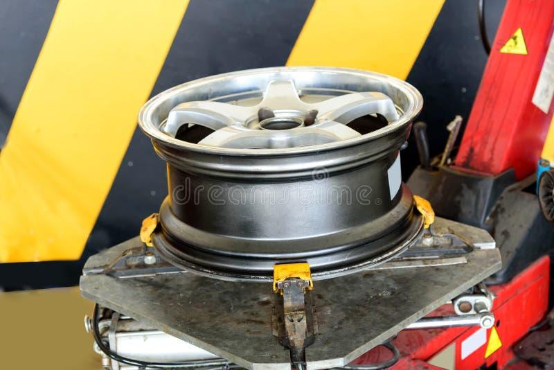 As rodas da liga após decolam o pneu fotografia de stock royalty free