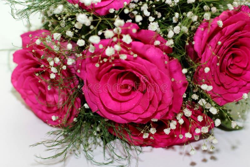As rosas bonitas formaram em um ramalhete bonito imagem de stock