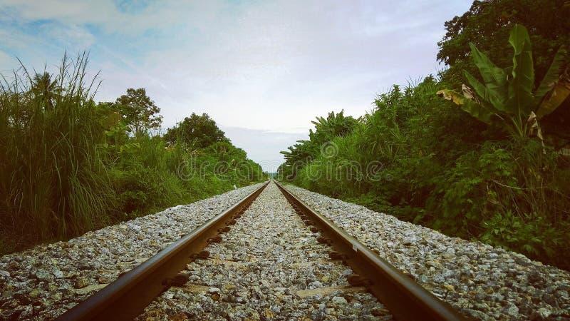 as rotas do trem olham mais acima imagens de stock
