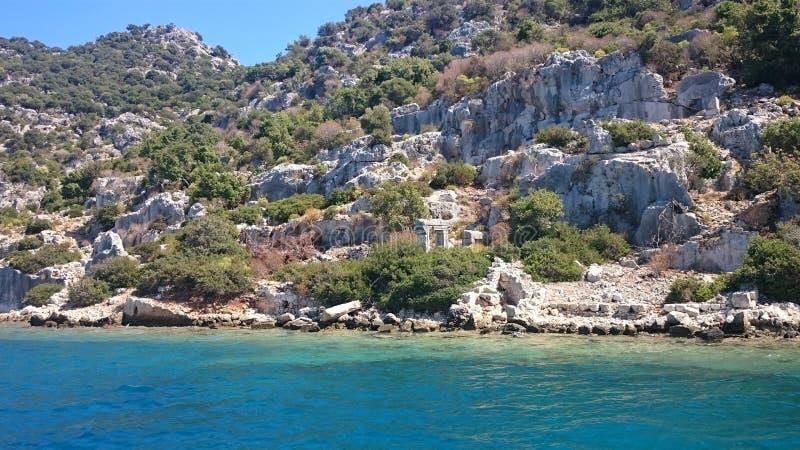 As ruínas afundados na ilha de Kekova Dolichiste da cidade antiga de Lycian de Simena antigo, foram destruídas por um terremoto, foto de stock royalty free