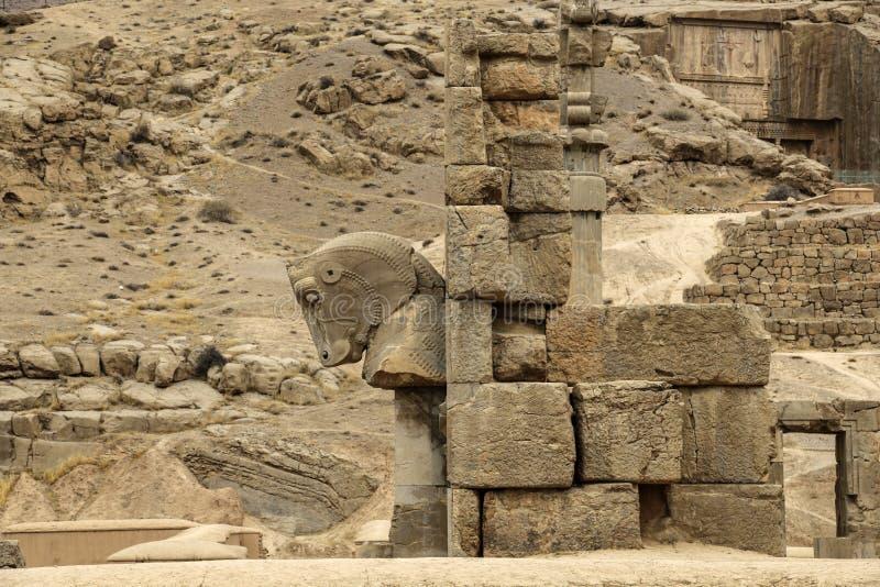 As ruínas antigas do complexo de Persepolis, ceremonial famoso c imagens de stock