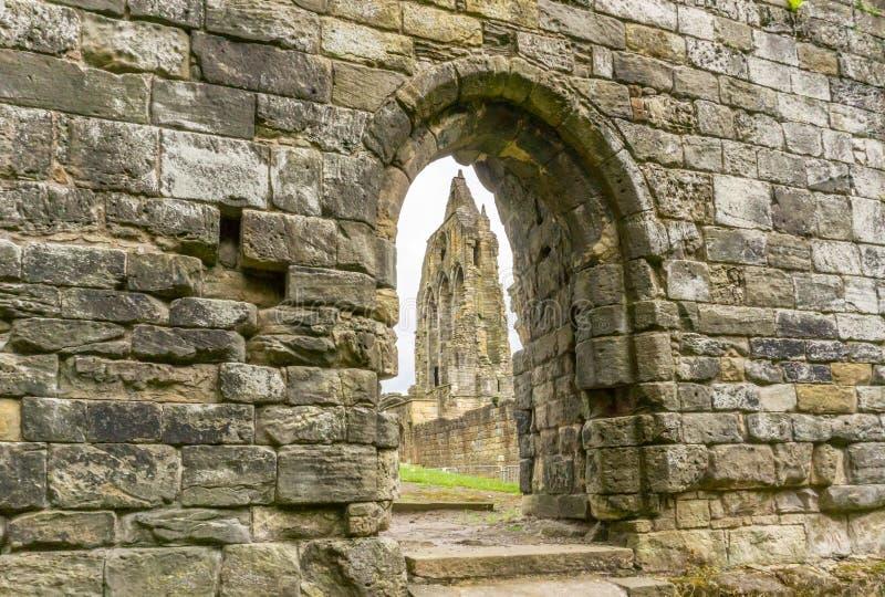 As ruínas antigas Kilwinning Abbey Scotland do transepto velho imagem de stock