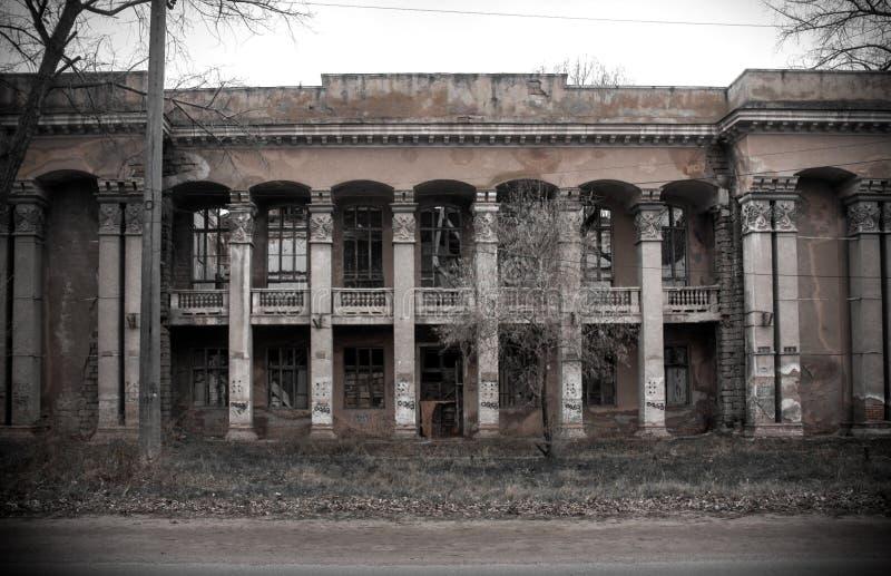As ruínas da construção destruída foto de stock