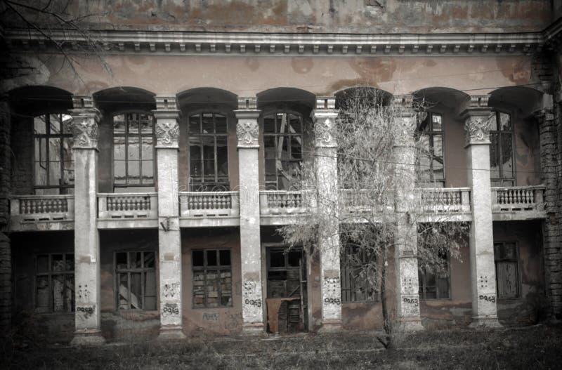 As ruínas da construção destruída imagens de stock