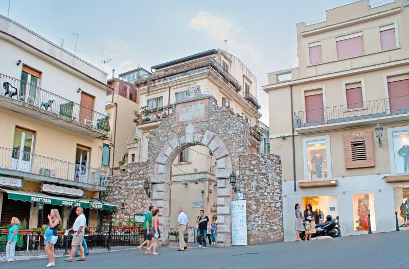 As ruínas da porta de Messina fotografia de stock