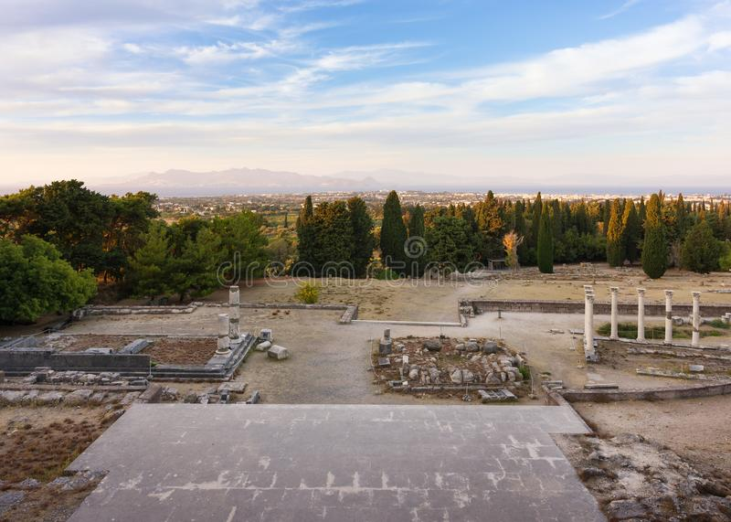 As ruínas de Asclipeion na ilha de Kos, Dodecanese, Grécia, um templo dedicaram a Asclepius, deus da medicina imagens de stock