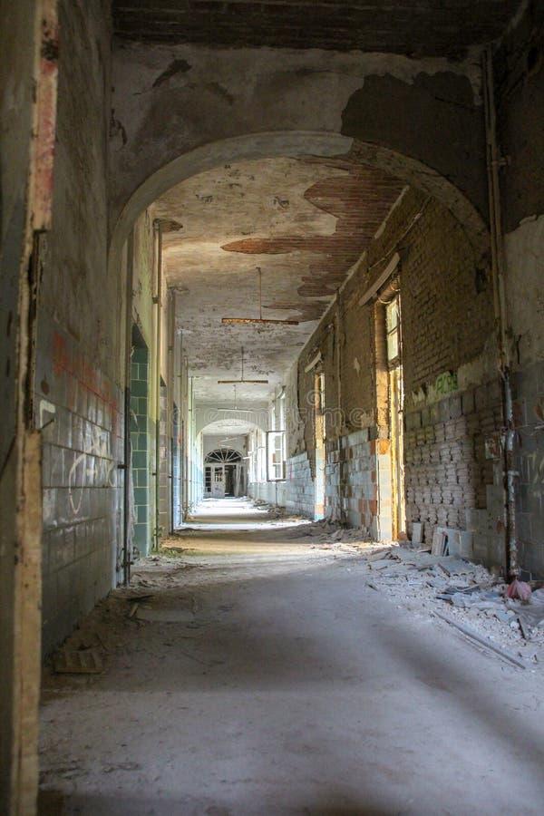 As ruínas de Beelitz-Heilstätten perderam o lugar Berlin Brandenburg imagem de stock