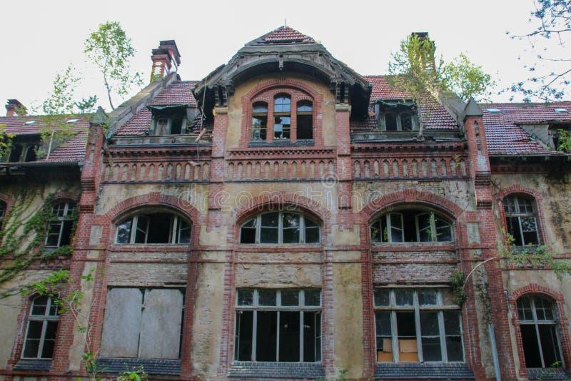 As ruínas de Beelitz-Heilstätten perderam o lugar Berlin Brandenburg imagens de stock royalty free