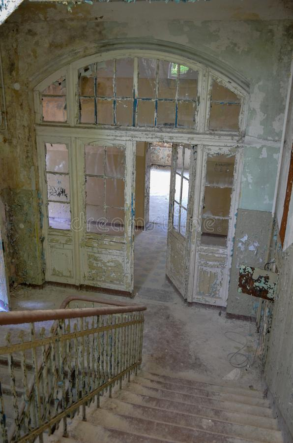 As ruínas de Beelitz-Heilstätten perderam o lugar Berlin Brandenburg fotografia de stock