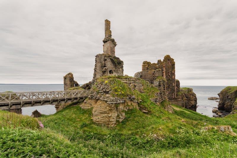 As ruínas de Girnigoe fortificam, Caithness, Escócia fotografia de stock royalty free