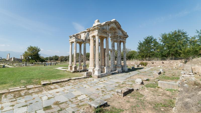 As ruínas de Tetrapylon, uma vez uma porta monumental nos Aphrodisias Turquia foto de stock