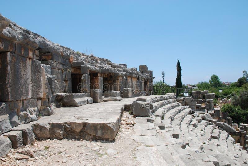 As ruínas de um anfiteatro de uma cidade antiga em Turquia perto de Antalya fotografia de stock royalty free