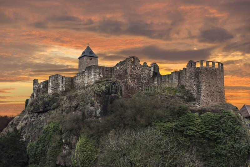 As ruínas de um castelo velho foto de stock royalty free