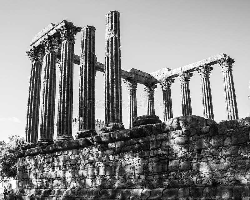 As ruínas de um templo romano do século I no vora do ‰ de Ã, Portugal foto de stock