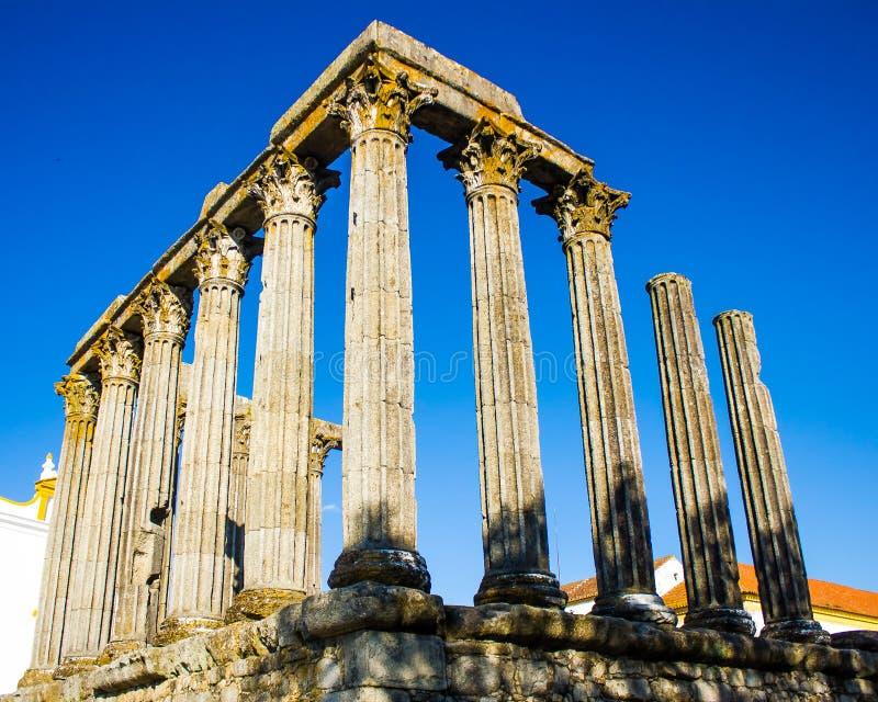 As ruínas de um templo romano do século I no vora do ‰ de Ã, Portugal imagem de stock royalty free