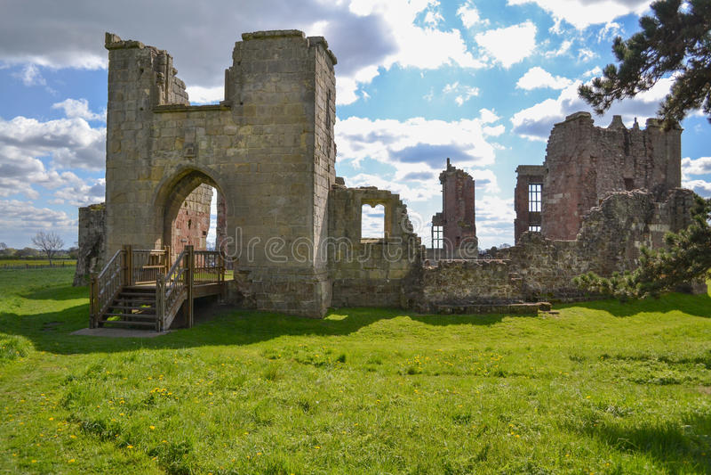 As ruínas do castelo de Moreton Corbet imagens de stock