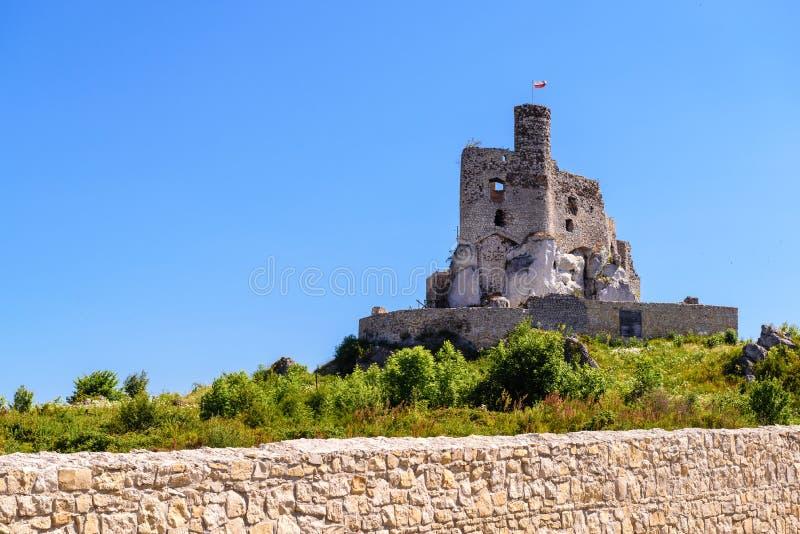 As ruínas do castelo na vila de Mirow, um dos castelos medievais chamados ninhos de Eagles arrastam fotos de stock