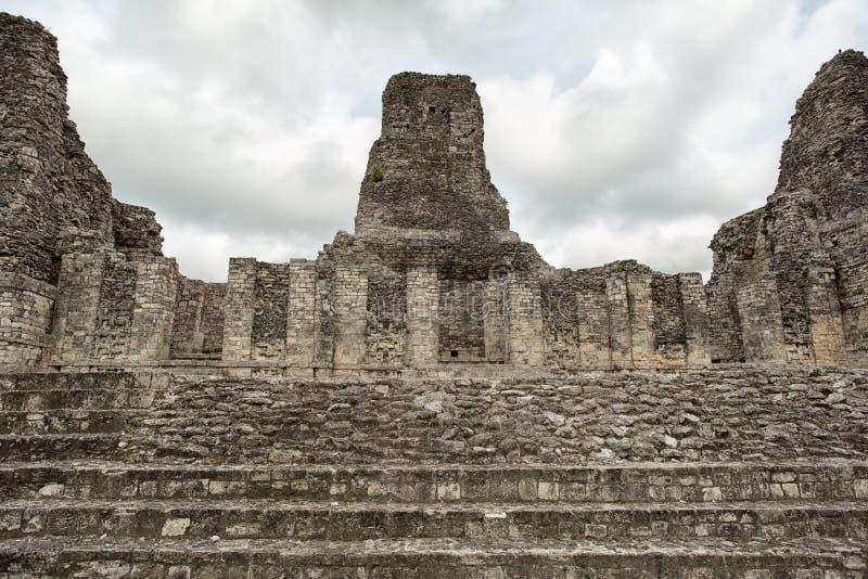 As ruínas do local arqueológico do Maya de Xpujil em México fotos de stock royalty free
