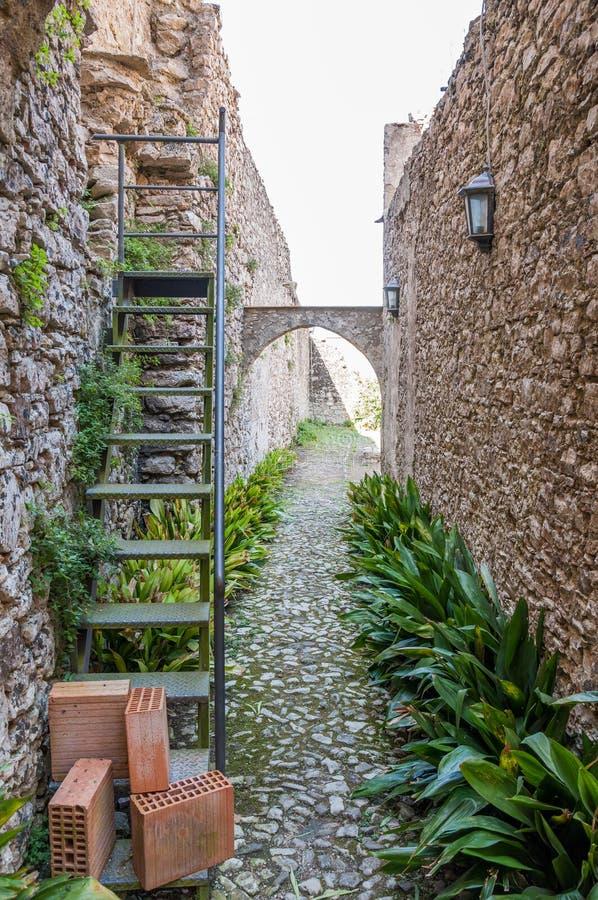 As ruínas do monastério do salvador de Sant em Erice, Sicília foto de stock