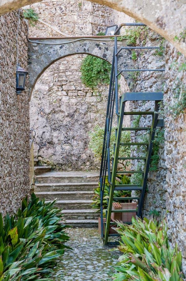 As ruínas do monastério do salvador de Sant em Erice, Sicília imagens de stock