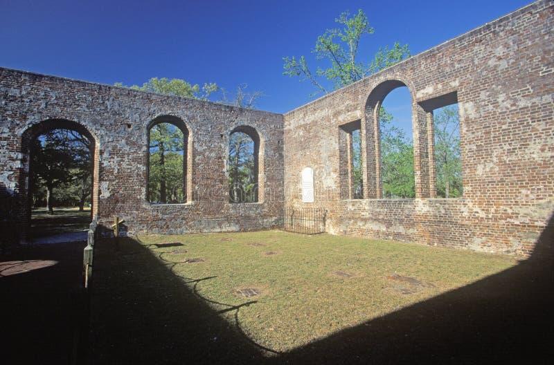 As ruínas do St Phillips Church construídas pela Revolução Americana britânica em 1756 em Brunsvique South Carolina imagem de stock royalty free