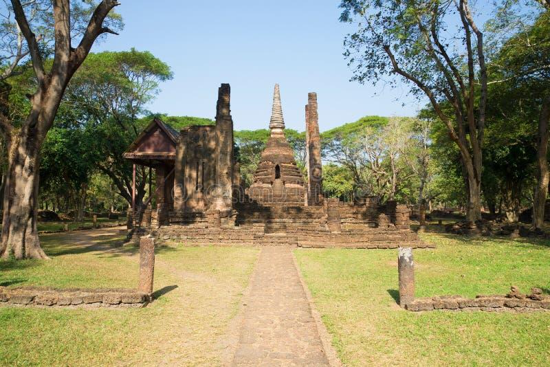 As ruínas do templo budista antigo no si Satchanalai do parque tailândia fotografia de stock