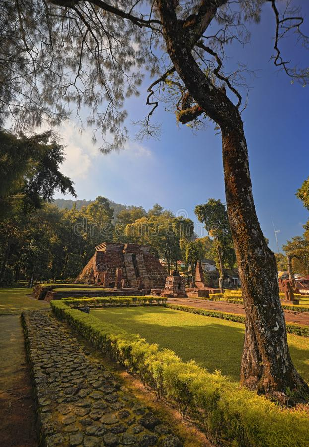 As ruínas do templo Indonésia de Sukuh imagens de stock royalty free