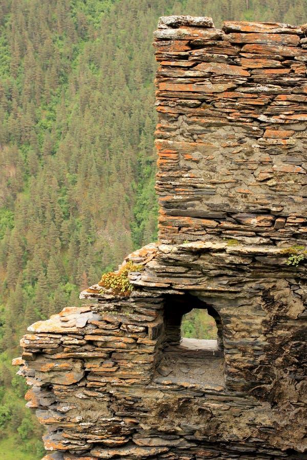 As ruínas na vila de Kvavlo Região de Tusheti (Geórgia) imagens de stock royalty free