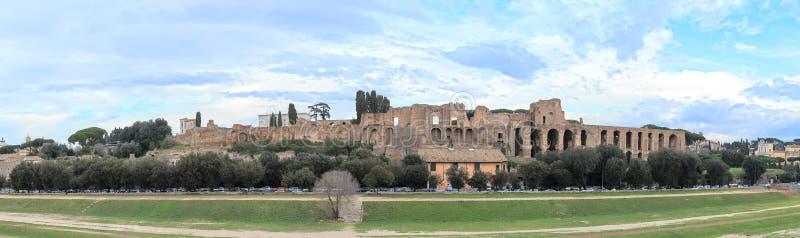 As ruínas no monte de Palatine, o circo Maximus, Roma, Itália fotografia de stock