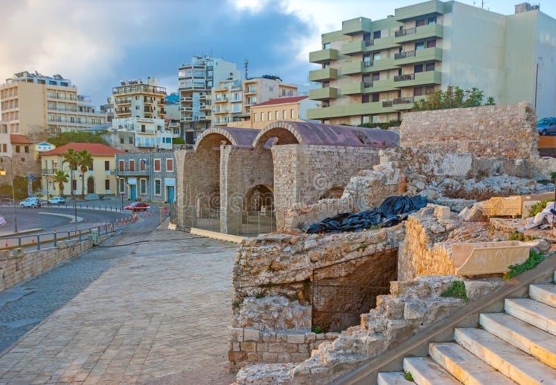 As ruínas no porto de Heraklion fotografia de stock