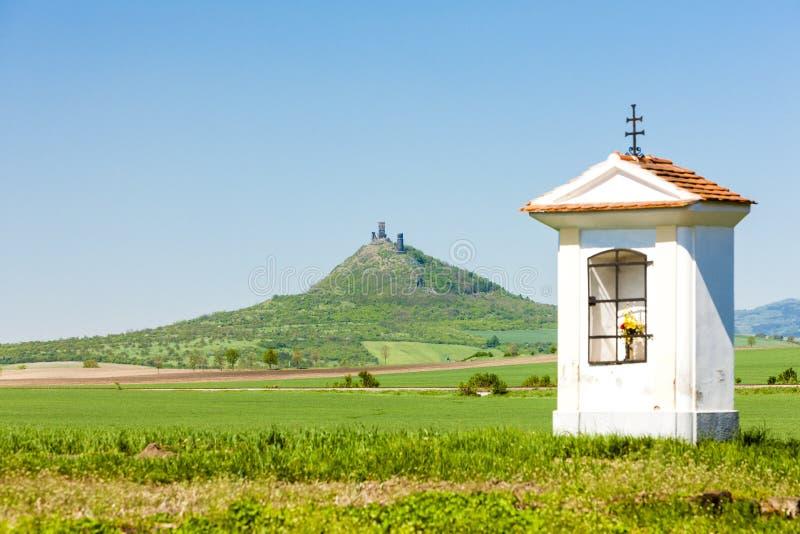 As ru?nas de Hazmburk fortificam, stredohori de Ceske, Rep?blica Checa imagens de stock royalty free
