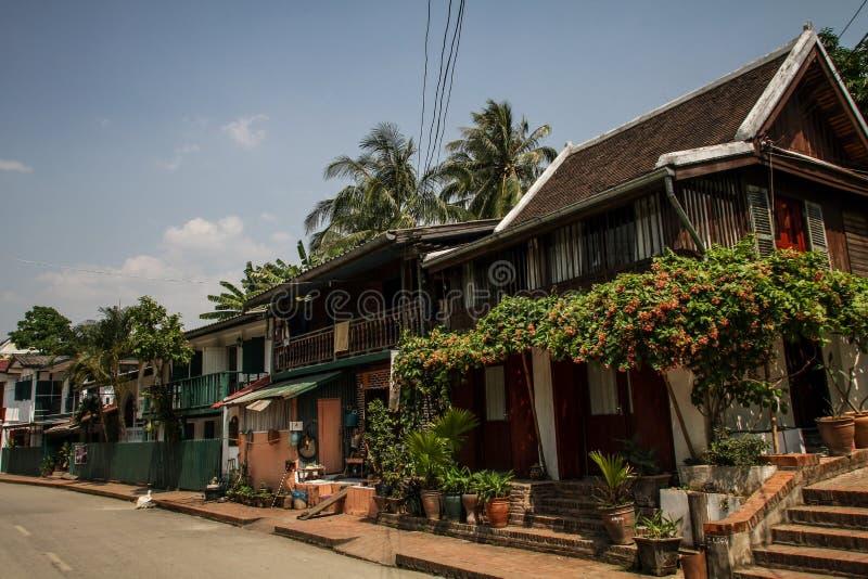 As ruas coloridas do prabang do luang, província de Luang Prabang, Laos, foto de stock