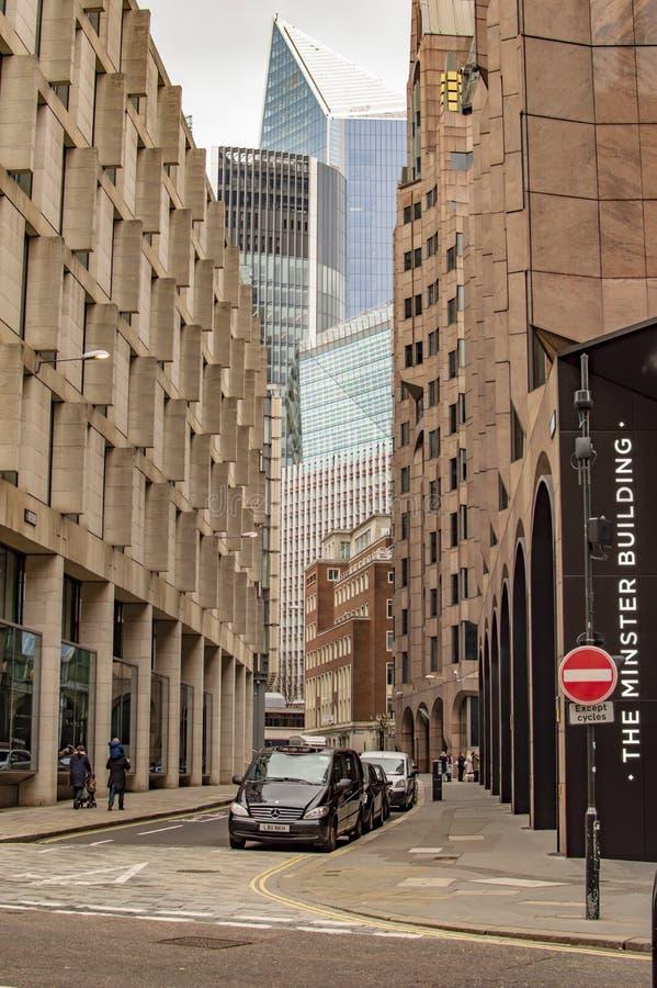 As ruas em Londres no lado do rio de Tamisa imagem de stock royalty free