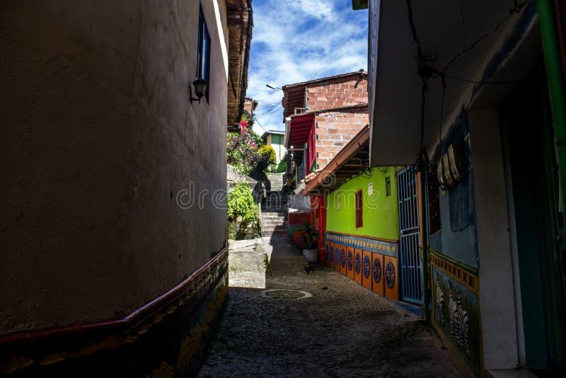 As ruas pequenas da vila fotos de stock royalty free