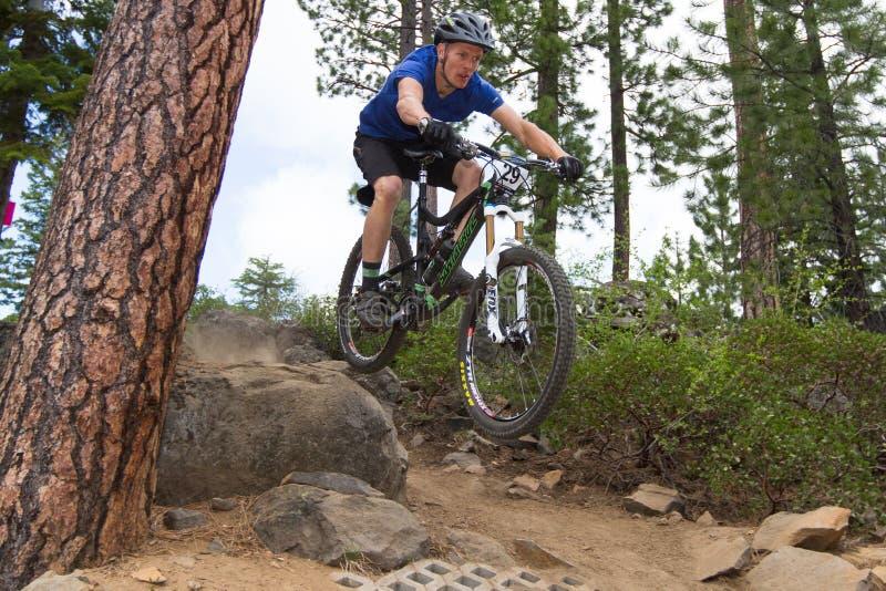 As séries 2012 de Oregon Enduro competem #1: Curvatura, OU fotografia de stock