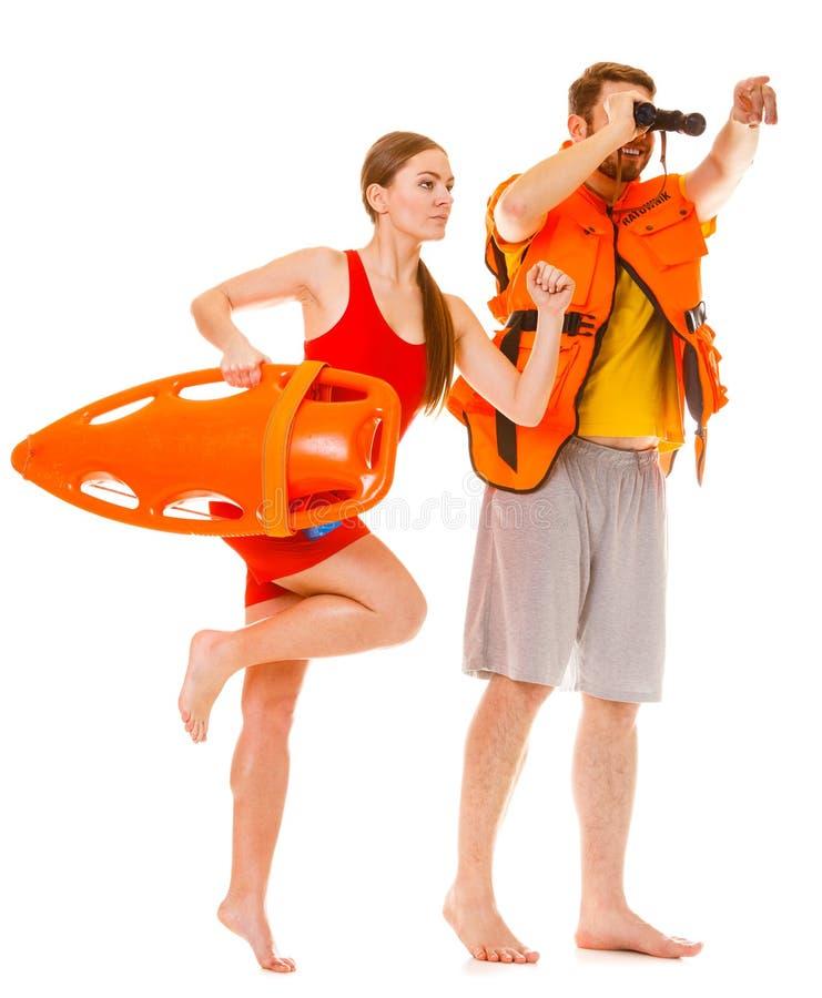 As salvas-vidas na veste de vida com salvamento buoy o corredor imagem de stock