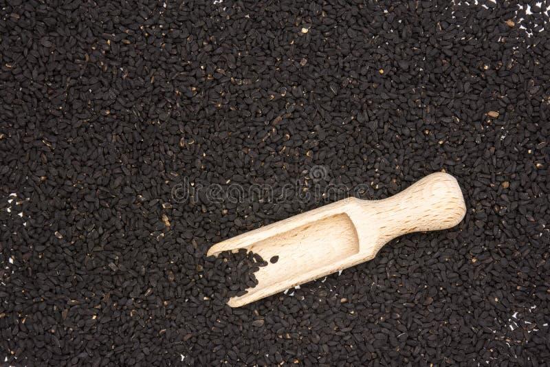 As sementes de cominhos pretas isolaram-se imagem de stock